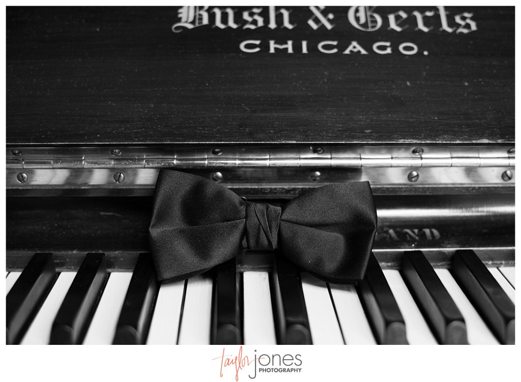 Tie on piano, black and white, Perry Park wedding