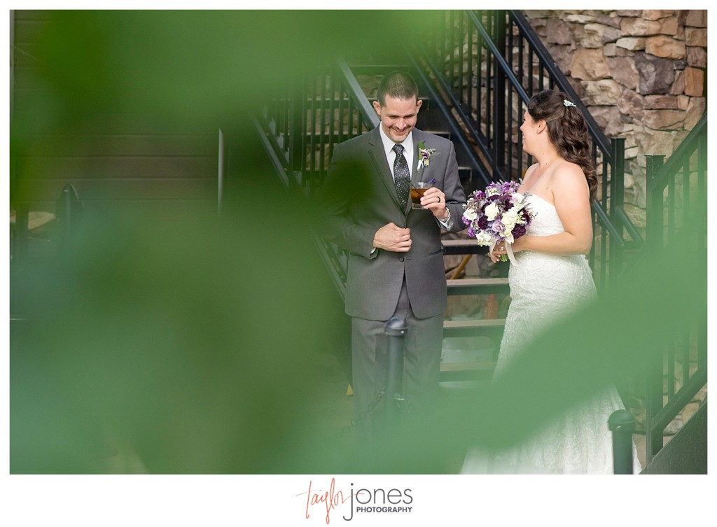 Couple photos at Mount Vernon Country Club wedding