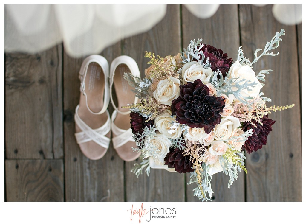Black Canyon Inn Estes Park wedding dress, flowers, and shoes