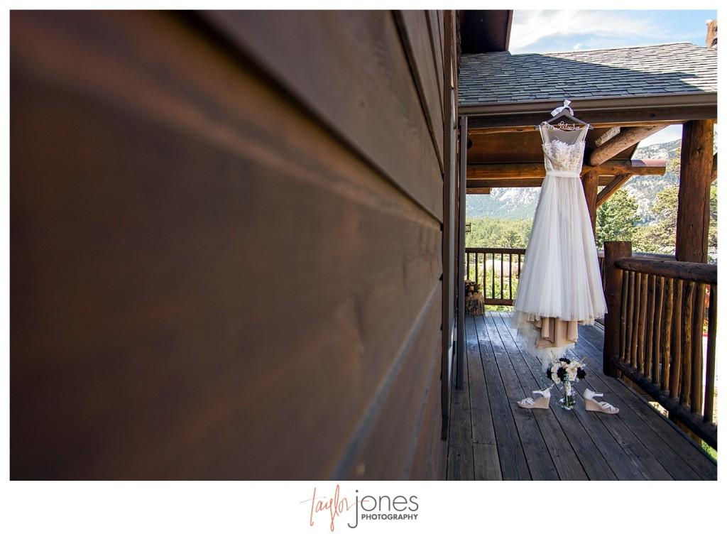 Black Canyon Inn Estes Park wedding dress