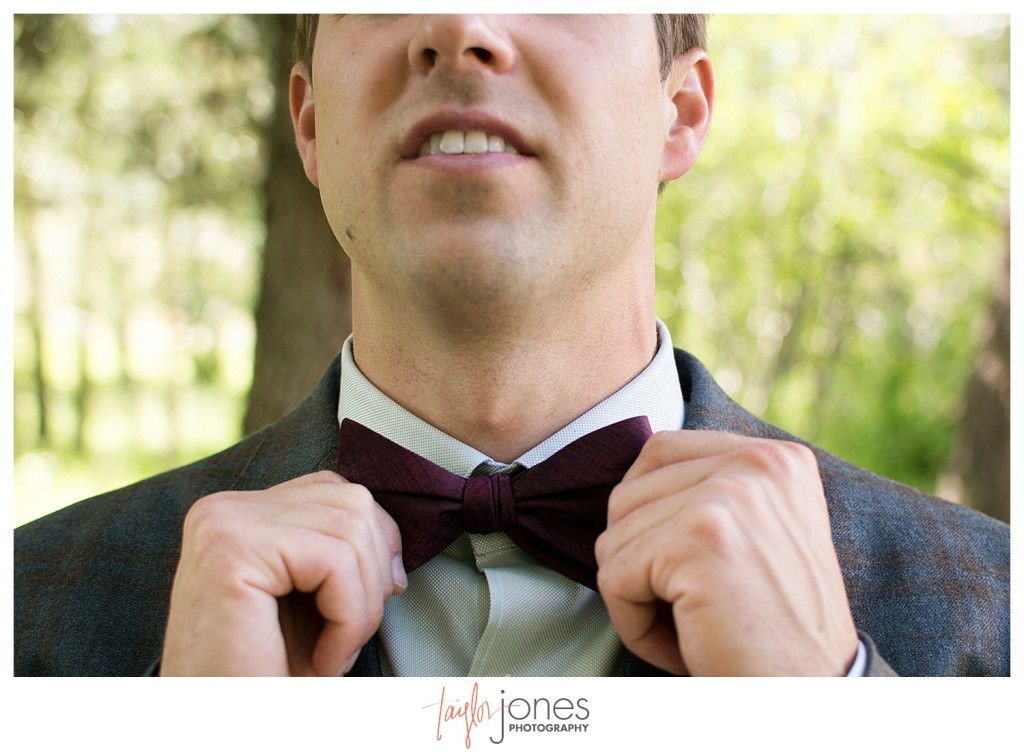 Black Canyon Inn Estes Park wedding groom getting ready