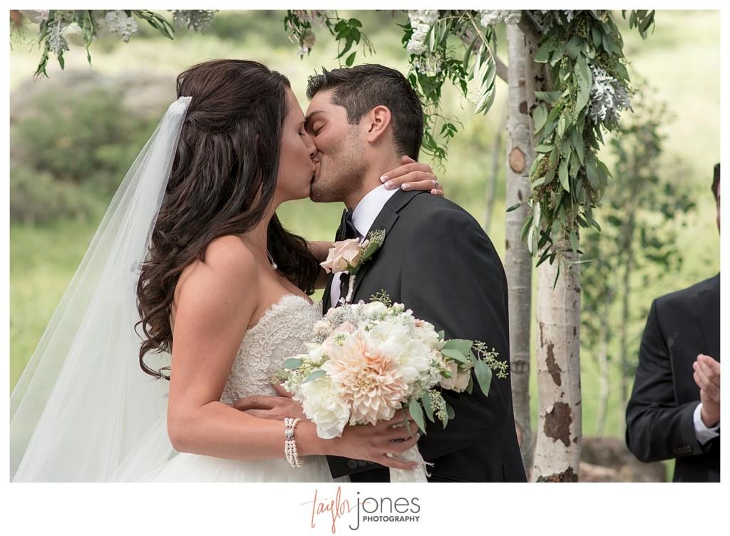 Della Terra Estes Park wedding ceremony first kiss