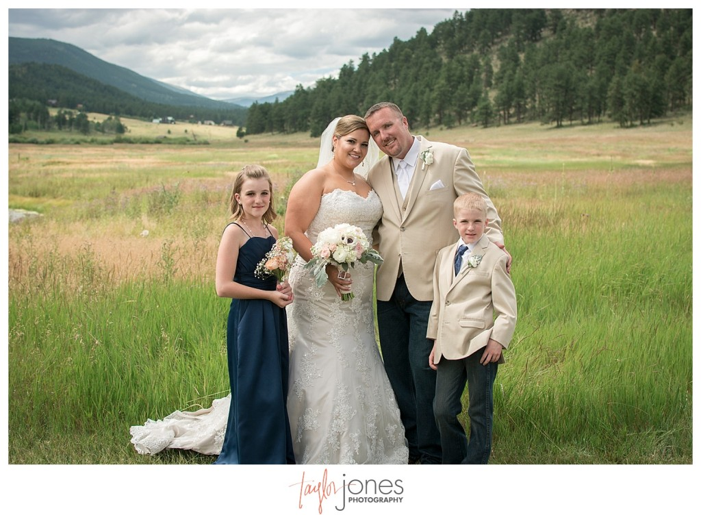 Deer Creek Valley Ranch wedding family portraits