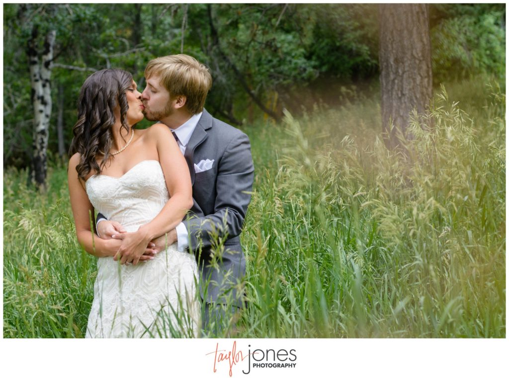 Colorado wedding photographer at Pines at Genesee