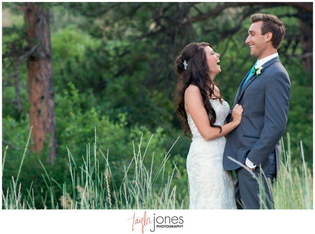 Colorado wedding photographer Cielo at Castle Pines