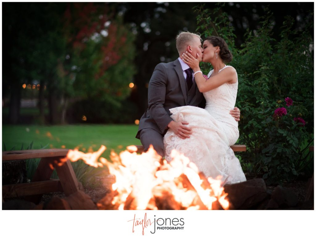 Postlewaits Country Weddings photographer in Portland Oregon