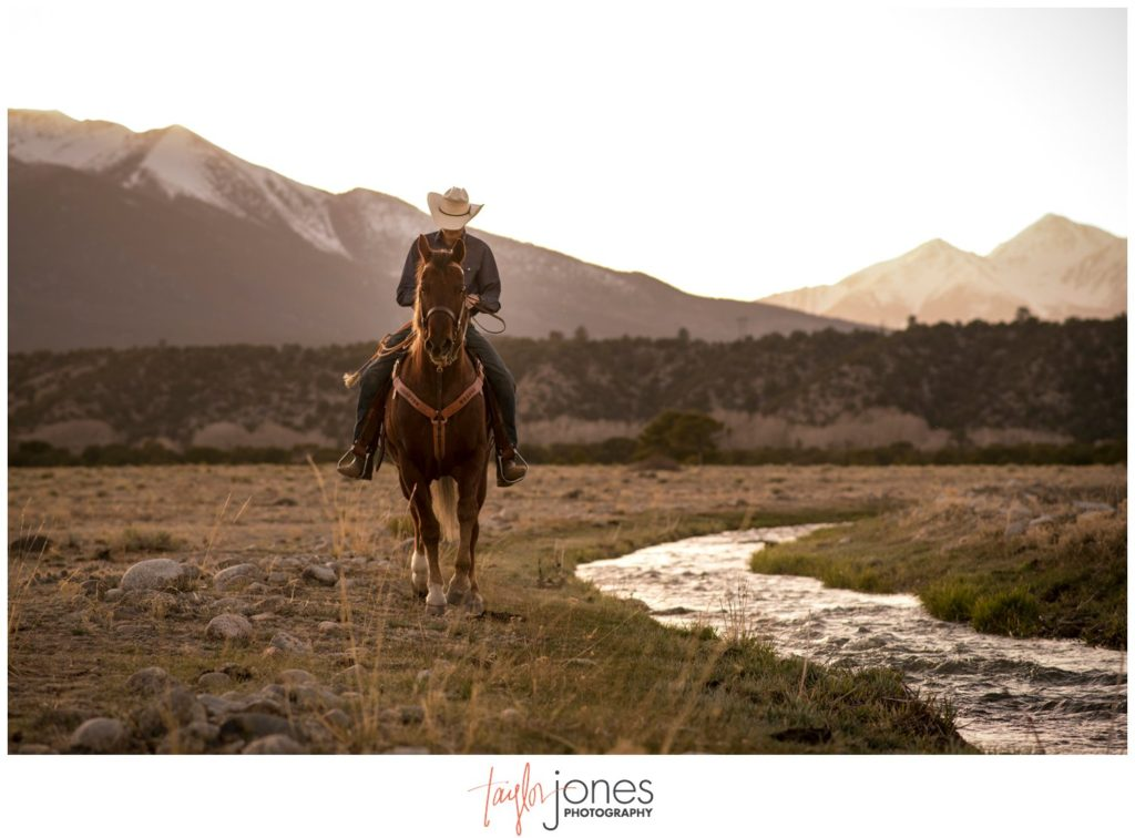 Senior portrait photographer in Buena Vista Colorado