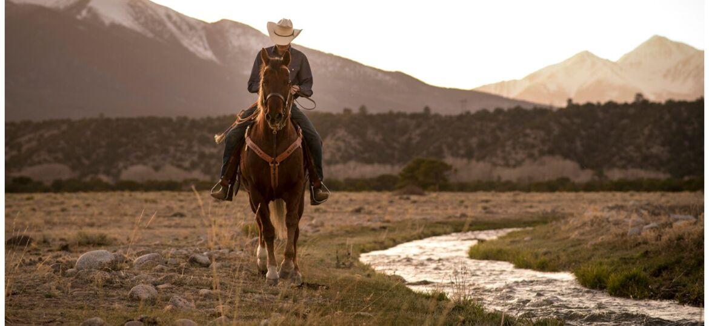 Senior portrait photographer in Buena Vista Colorado