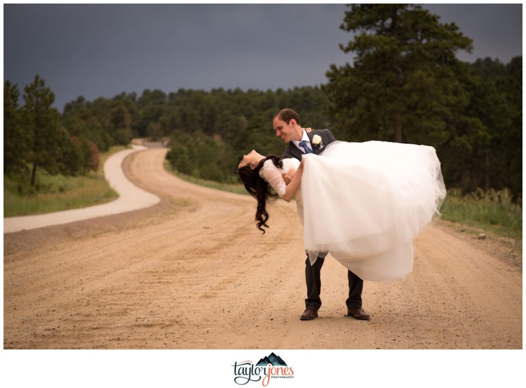 Evergreen Colorado wedding photographer at the Pines at Genesee