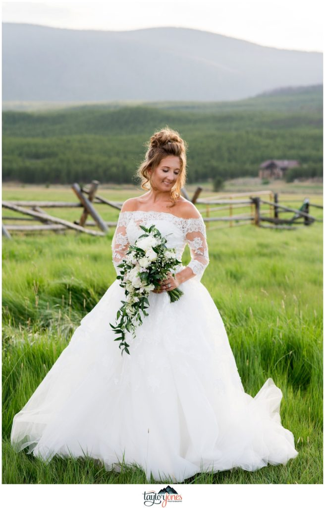 Winding River Ranch Wedding of Mike and Melissa wedding bridal portraits